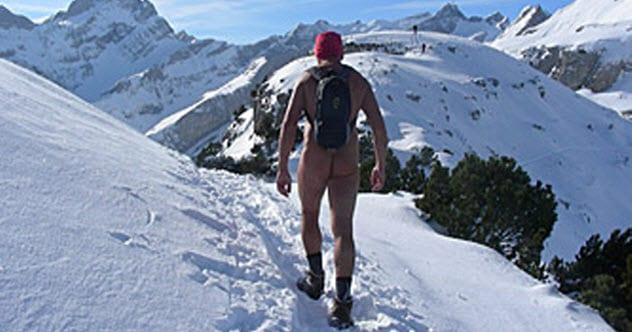 2a-nude-hiker.jpg